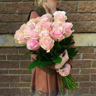 25 розовых роз 60 см (Эквадор)