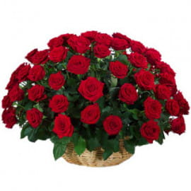 35 красных роз в корзине