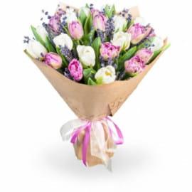 Букет из 17 тюльпанов с лавандой