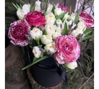 Букет из ирисов с тюльпанами