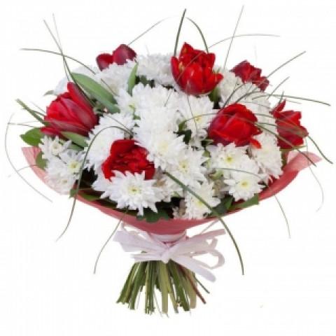 Букет из тюльпанов и хризантем