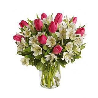 Букет из тюльпанов с альстромерией