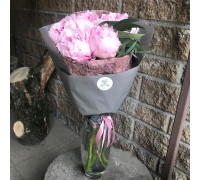 Букет с 3 розовыми пионами