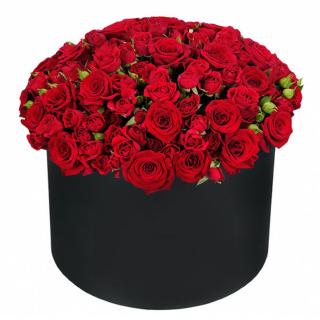 Шляпная коробка красных роз