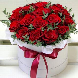 Шляпная коробка красный шар