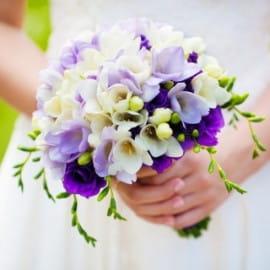 Свадебный букет фиалка