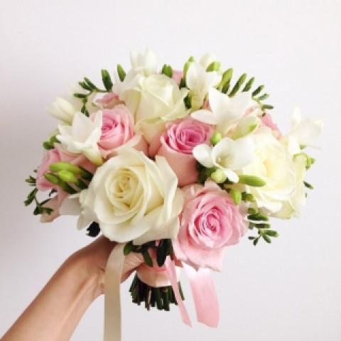 Свадебный букет из роз