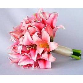 Свадебный букет из розовых лилий