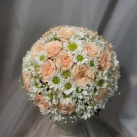 Свадебный букет ромашковая хризантема
