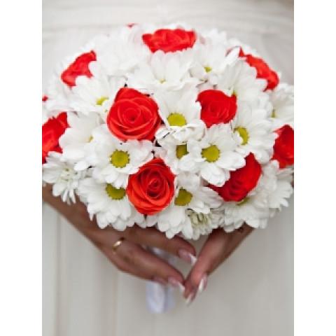 Свадебный букет ромашковый луг